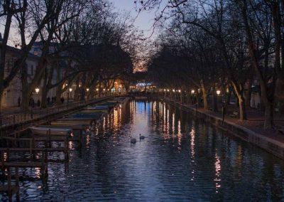 Canal sous le pont des amours à Annecy