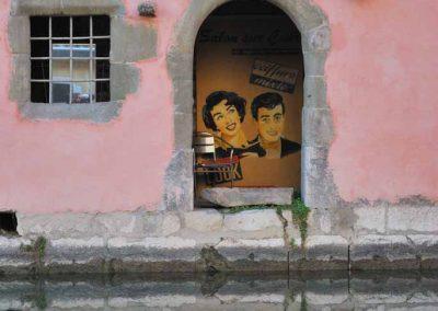 L'arrière boutique d'un coiffeur du vieil Annecy