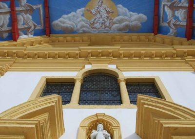 Façade église Saint Nicolas de Véoce