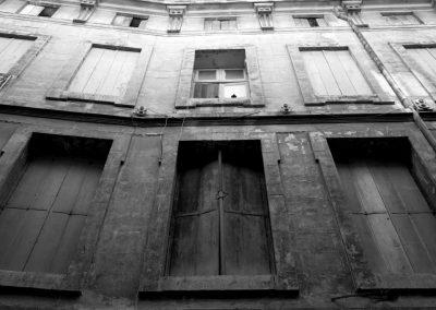 Façade délabrée dans le vieux Montpellier