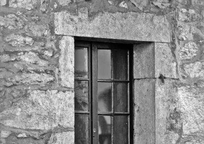Stalactites sur fenêtre dans le vieil Annecy