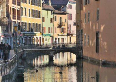 Le canal au milieu du vieil Annecy