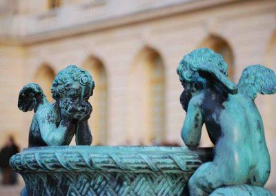 Sculpture dans le parc du château de Versailles