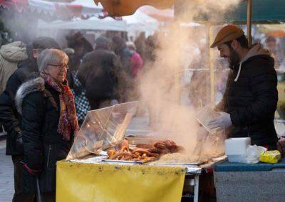Stand de choucroute sur le marché du vieil Annecy