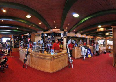 Intérieur magasin de ski à Saint Gervais les Bains