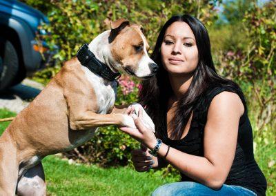 Portrait d'une femme avec son chien